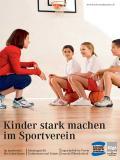 Titelseite der Broschüre: Kinder stark machen im Sportverein