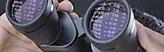 Bildmarke aktuellen Studien - Eine Person, die durch ein Fernglas schaut